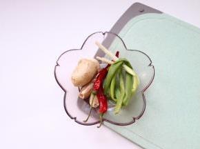 辅料:葱姜蒜,辣椒