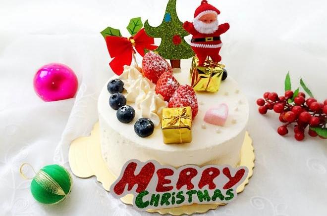收藏 2 评论4 收藏 这是一款简单的6寸圣诞主题蛋糕