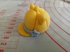 做个小装饰,黄色的帽子就做好了