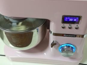 将厨师机的旋钮到1档,揉5分钟,再转到2档揉面10分钟即可!