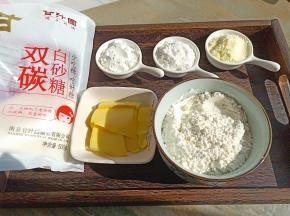 所有食材都称好分量、黄油提前常温软化。