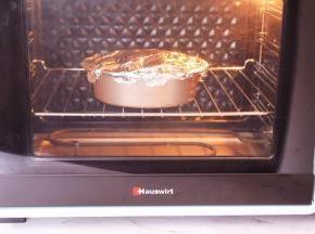 放入预热好的烤箱,上下火230度,中层烤15分钟,烤好取出拌匀即可享受美食了