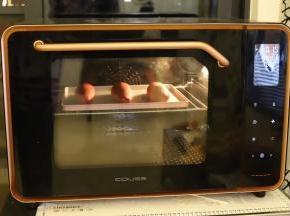 发酵时间剩余10分钟时开始预热烤箱,180度,上下火,中层,烘烤时间为18分钟。