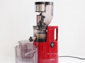 全部榨出果汁后,取70克出来,注意了,这里要用的是果汁,如果是用料理机打的,记得要过滤一遍才能用。