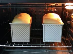 烤网入烤箱下层,上下管155度烤40分钟,注意观察上色情况,上色立即+盖一张锡纸!(具体温度及时间根据自家烤箱性能另定)