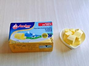 黄油提前从冰箱取出,称重,室温软化。