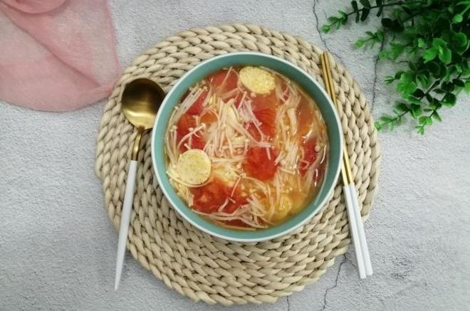 西红柿金针菇豆腐汤