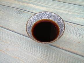 把白糖,生抽,蚝油,香醋和适量的水,放入碗中,搅拌均匀成料汁