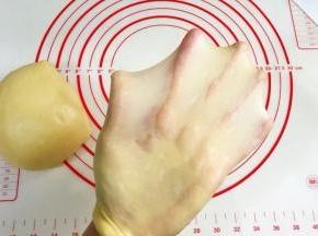 接着揉至薄而有韧性的膜,完全扩展阶段。