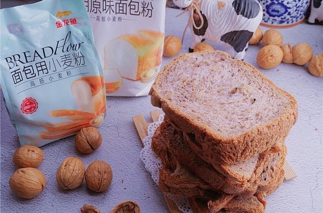 黑醋栗坚果面包