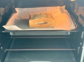 送进预热好的烤箱,170度烤12分钟。(每家烤箱温度不同,自己掌握,烤的表面焦黄即可。)