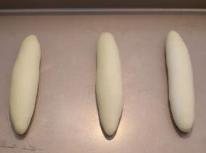 分别做好放入烤盘内,发酵箱设置35度,湿度80度,发酵30分钟。