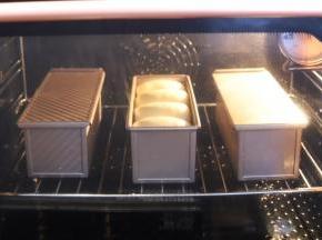烤箱预热上火160度,下火180度,中下层,烘烤时间为35分钟。