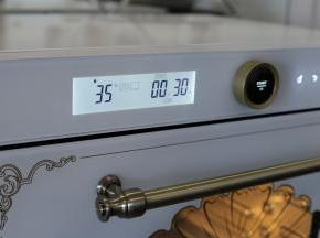 启动烤箱发酵功能,温度35度。(这款是蒸烤箱,所以无需烤箱内放温水)
