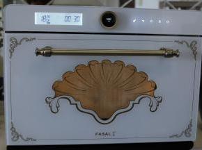 取出面包胚,开始预热烤箱,选择烧烤功能,温度180度,时间30分钟。