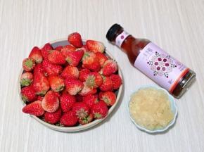 准备食材,做果酱草莓一定要无烂无坏,这样才能保证酱的质量。
