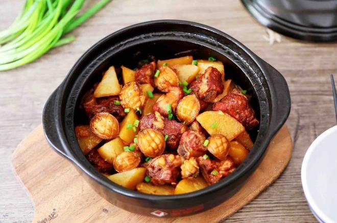 鲍鱼排骨炖土豆