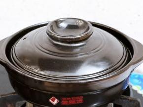 转大火煮开再转小火继续炖煮20分钟