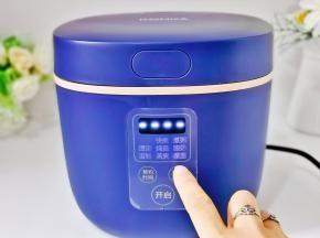 启动电饭煲煮饭模式即可。