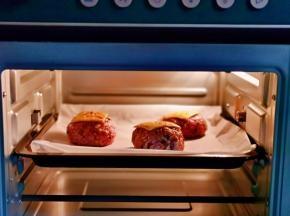入烤箱,上下180度烤10分钟即可。