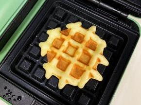 饼面微焦上色即可取出。