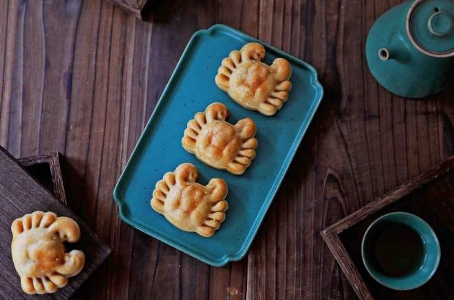 螃蟹月饼(板栗蛋黄馅)
