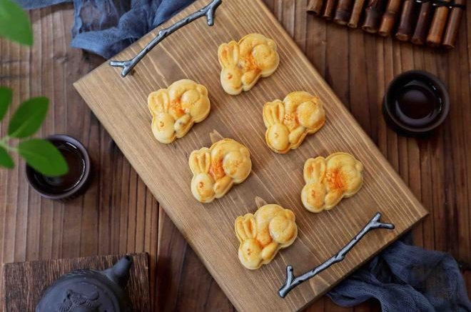 玉兔月饼(白莲蓉蛋黄)