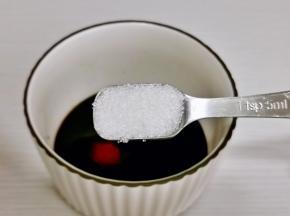 加入白糖。