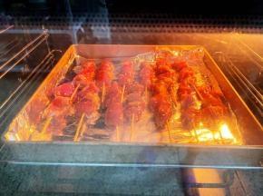 放入预热好的烤箱,上下火180度,烤15分钟