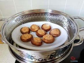 放上蒸锅蒸10分钟。