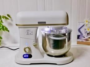 启动厨师机4档揉面。
