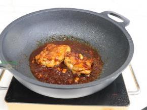 煮沸之后,转中小火煮2至3分钟,香味扑面而来,色香味俱全。